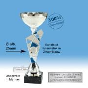 TC428.04ET Zilverkleurige Trofee met blauw speels tussenstuk en metalen schaal (leverbaar in 6 hoogten ± 21 t/m 37 cm)