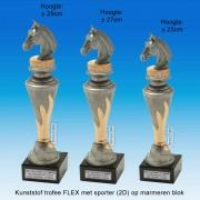 """TC150X22-FX007 - Kunststof trofee """"FLEX"""" op marmer blok incl. PAARDENHOOFD (± 25-29cm hoog)"""